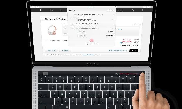 Imagem divulgada pela Apple mostra MacBook Pro barra sensível ao toque no lugar de teclas de controle. (Foto: Divulgação/Apple)