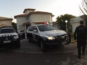 Operação foi realizada na madrugada em São Roque (Foto: Maicon Gereti/TV TEM)