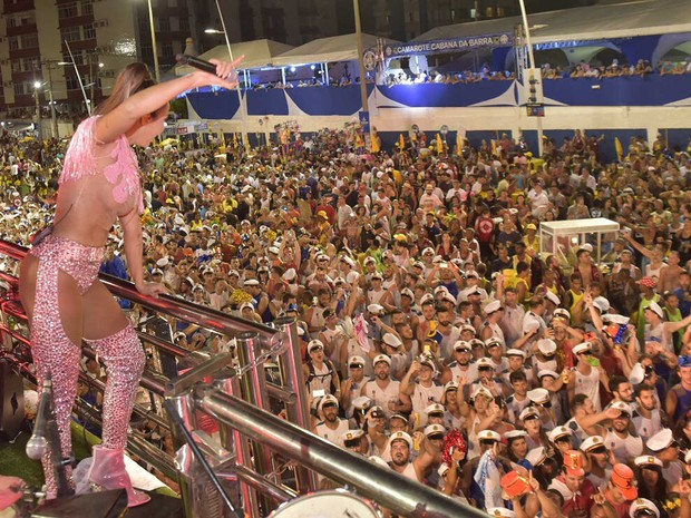 Alinne Rosa no carnaval de Salvador (Foto: Elias Dantas/Ag. Haack)