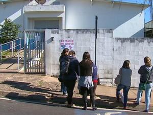 Servidores da Educação aderiram à greve em São Carlos (Foto: Felipe Lazzarotto/EPTV)