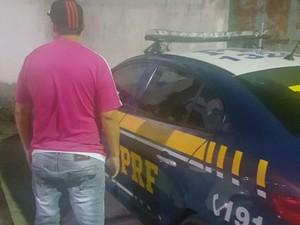 PRF prende foragido da justiça sergipana (Foto: Divulgação/PRF)