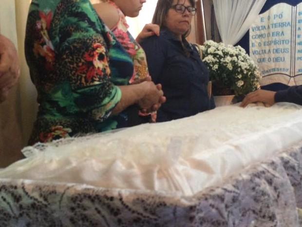 ken humano caixão araxá (Foto: Maritza Borges/G1)