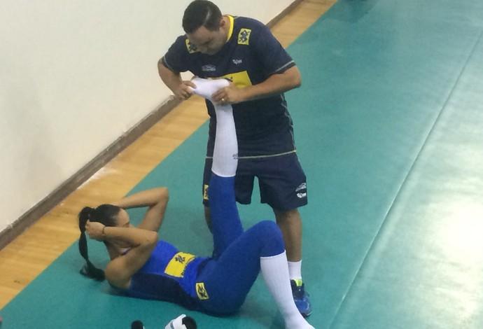 Jaqueline foi liberada um pouco antes do final do treino (Foto: Guilherme Costa)
