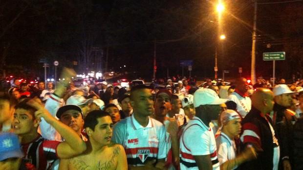 Torcida do São Paulo protesta contra o time (Foto: Carlos Augusto Ferrari)