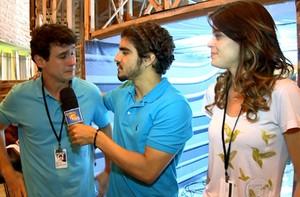 Caio Castro entrevista Talita Tilieri e Guilherme Dell Orto (Caldeirão do Huck/ TV Globo)