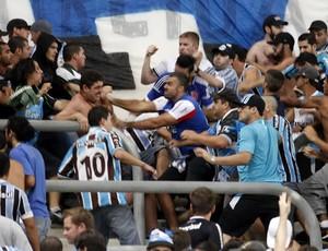 Briga de torcedores do Grêmio foi ponto negatovo da noite (Foto: Diego Guichard/GloboEsporte.com)