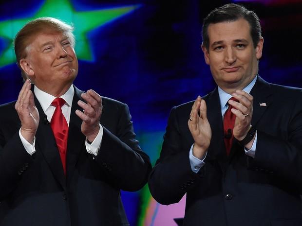 Os pré-candidatos republicanos Donald Trump e Ted Cruz participam de debate promovido pela CNN em Las Vegas, na terça (15) (Foto: Ethan Miller/Getty Images/AFP)
