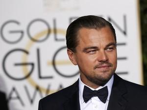 Leonardo DiCaprio chega ao tapete vermelho do Globo de Ouro 2016