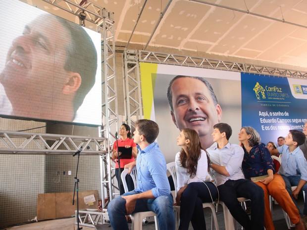 Família de Eduardo Campos compareceu a diversas homenagens durante a semana. Pedro, Maria Eduarda, João, Renata e José costumam estar juntos em todos os eventos (Foto: Roberto Pereira / SEI)