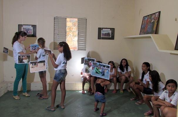 Exposição fotográfica reúne imagens dos trabalhos desenvolvidos no projeto   (Foto: Katylenin França/TV Clube)