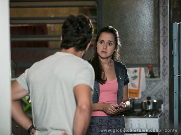 Sandra se revolta ao saber que William vai fazer a viagem e o expulsa de casa (Foto: Felipe Monteiro/TV Globo)