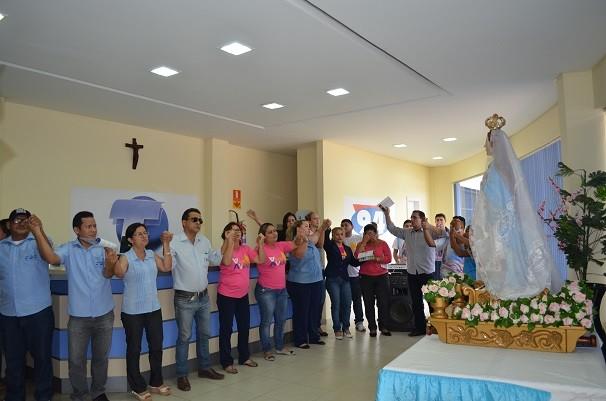 Todos os colegas se reuniram em uma só prece para agradecer a Deus pela vida de Rogéria (Foto: Priscila Miranda/ TV Tapajós)