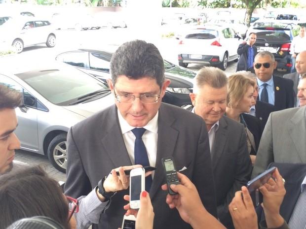 Ministro esteve em Joinville neste sábado (16) (Foto: Cinthia Raasch/RBS TV)