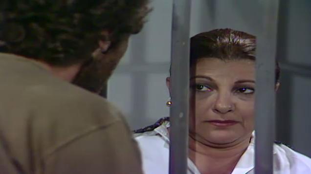Joana vai  delegacia e pede para Vitor fazer um servio para ela (Foto: Reproduo/viva)