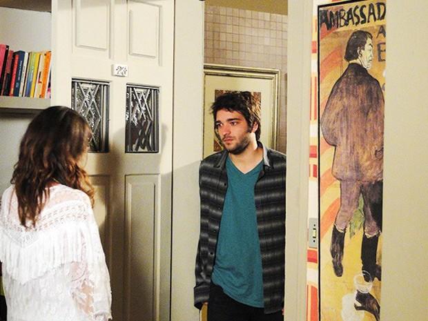 Davi chega em prantos na casa de Manu (Foto: Giulia Gomes / TV Globo)