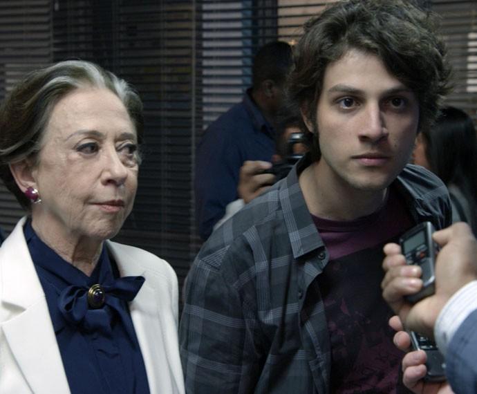 Rafael se revolta com os repórteres (Foto: TV Globo)