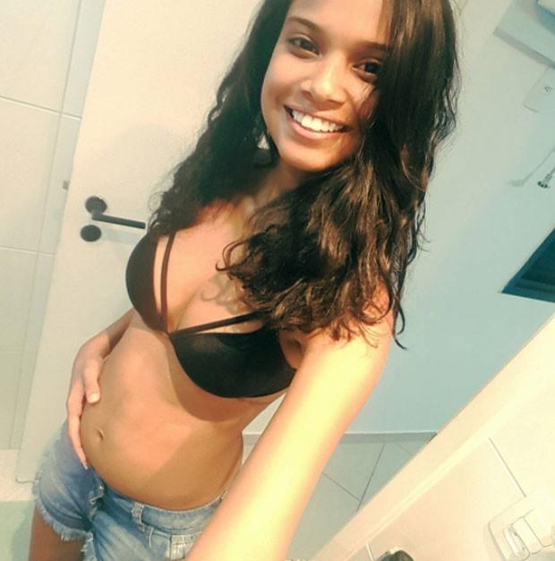 Aline Dias exibe barriguinha de gravidez (Foto: Reprodução)
