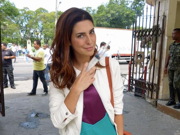 Cheia de más intenções, Fernanda levou a seringa escondida na bolsa (Foto: Salve Jorge/ TV Globo)
