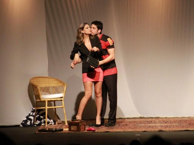 Marco Antônio Gimenez e Milena Toscano apresentam peça em Angra dos Reis, no Rio (Foto: Thyago Andrade/ Foto Rio News)