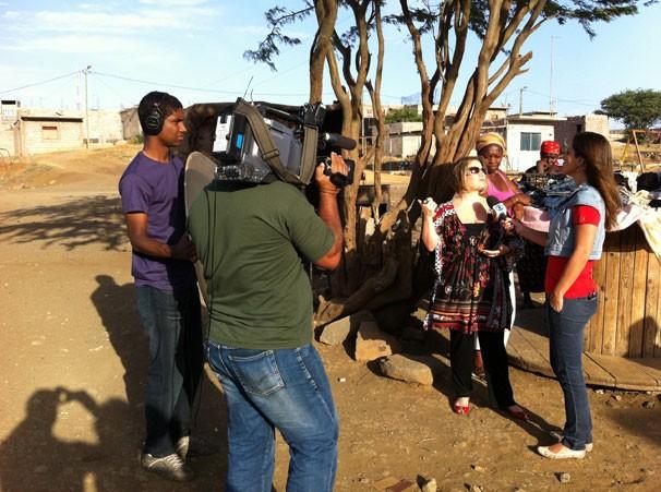 Bastidores das gravações do Globo Universidade em Cabo Verde (Foto: Divulgação)