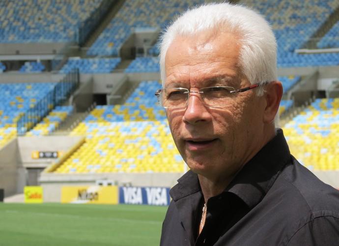 Emerson Leão no Maracanã, opinou sobre a chegada de Dunga à seleção (Foto: Daniel Cardoso)