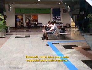 Mark Lassise conseguiu atendimento em inglês no aeroporto de Porto Alegre (Foto: Reprodução SporTV)