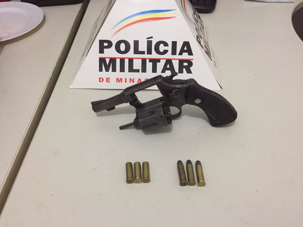 Arma usada pelo motociclista foi apreendida (Foto: Polícia Militar/Divulgação)