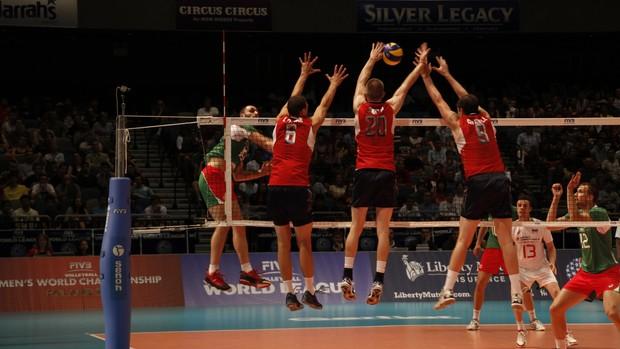 Bulgária cai para EUA por 3 a 0, e Brasil mantém liderança no Grupo A