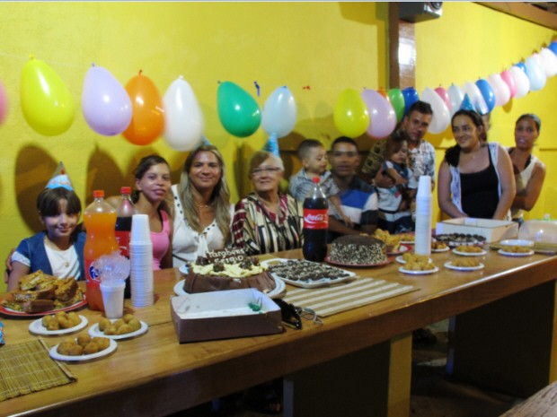 Amigos se reuniram para fazer primeira festa de Sérgio (Foto: Silvio Muniz /G1)