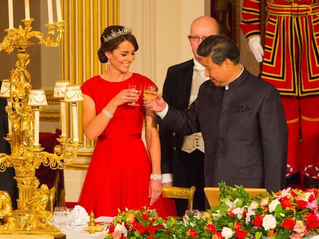 Kate Middleton usando a mesma tiara no gala do ano passado (Foto: Getty Images)