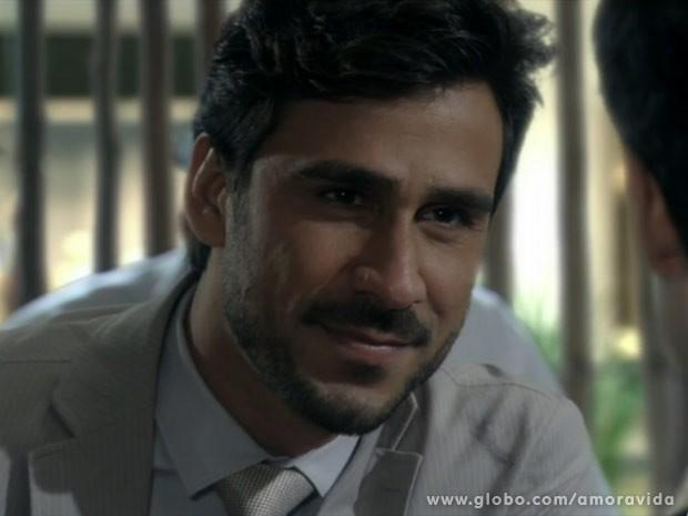 Jacques tenta se oferecer para Félix, mas não é bem sucedido (Foto: Amor à Vida/ TV Globo)
