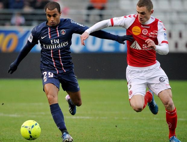 Lucas PSG Antoine Devaux Reims (Foto: Agência AFP)
