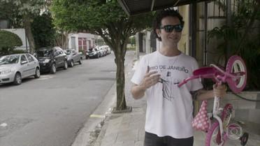 Marco Luque doa bicicleta que foi de sua filha para projeto social