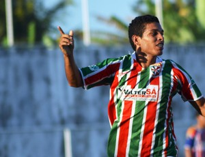Roger fez dois gols e ajudou o América-SE a se classificar (Foto: Felipe Martins/GLOBOESPORTE.COM)