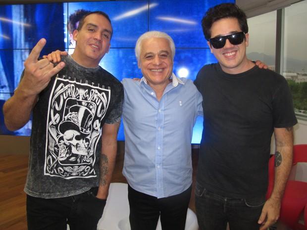 O tecladista Márcio Buzelin, do Jota Quest, Roberto Medina (fundador do Rock in Rio), e o vocalista Rogério Flausino (Foto: Fabiana Lavinas/Divulgação)