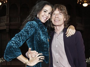 Mick Jagger e L'Wren Scott, posam na Fashion Week, em Nova York, em 2012 (Foto: AP/Richard Drew)