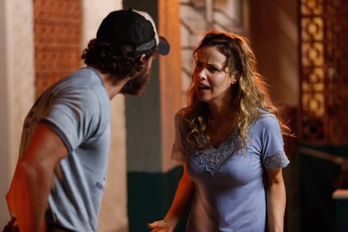 Giilda enfrenta o marido e quer saber de Eliza (Foto: Pedro Carrilho / Gshow)