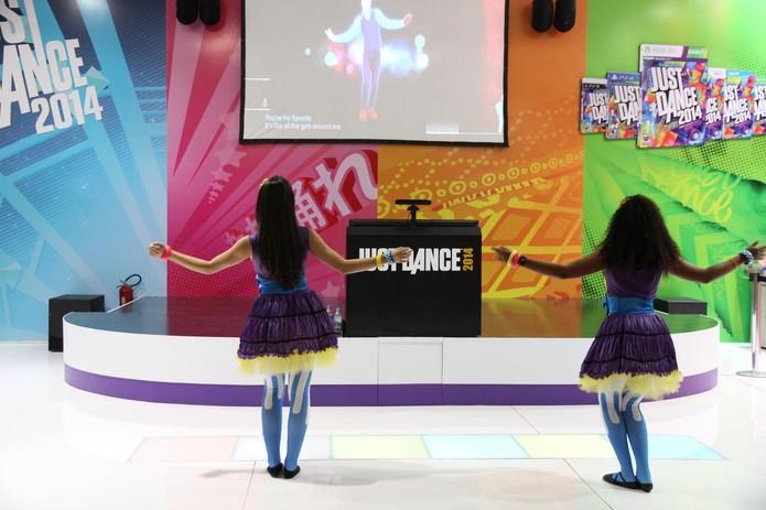 Estande de Just Dance 2014 convida os visitantes a dançar na BGS 2013 (Foto: Pedro Cardoso / TechTudo)