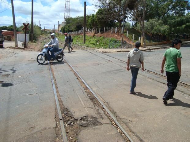 Licitação para a transposição da linha férrea deverá ter início na segunda quinzena de outubro. (Foto: Caio Silveira / G1 )
