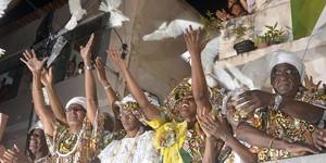 Homenageando a Jamaica, Ilê Aiyê desfila com famosos e autoridades (Diogo Macedo/Ag Haack)