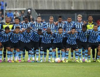 Time do Grêmio campeão do Estadual Sub-17 (Foto: Rodrigo Fatturi/Grêmio)