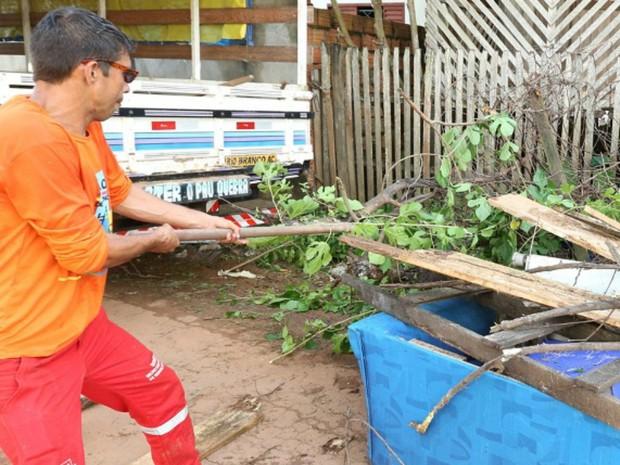 Prefeitura já recolheu duas mil toneladas de lixo e entulho nos bairros de Rio Branco (Foto: Marcos Vicentti/ Ascom Prefeitura de Rio Branco)