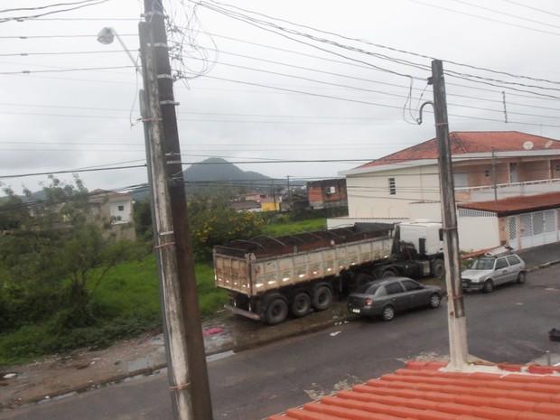 Morador espera que problema seja resolvido pela prefeitura (Foto: Cleber Paes/VC no G1)