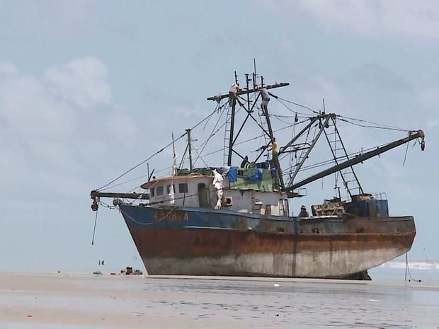 """Nome do barco """"Baraka"""" e o prefixo escrito na parte de fora da cabine devem ajudar nas investigações (Foto: Reprodução/TV Mirante)"""