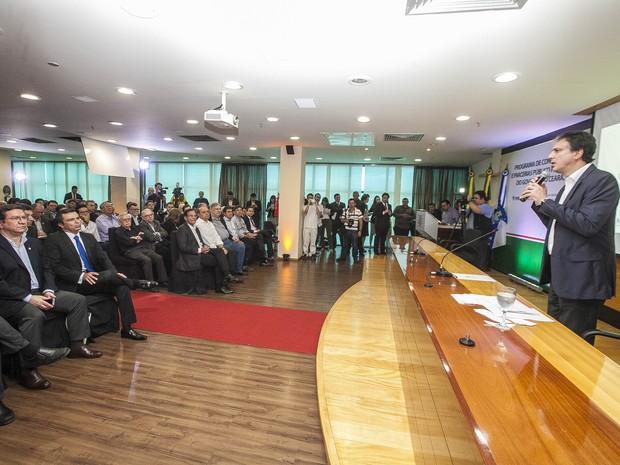 Evento ocorreu no auditório da Federação das Indústrias do Estado do Ceará (Fiec) (Foto: Carlos Gibaja/Governo do Ceará)