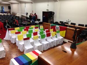 Com bandeira gay e decoração tradicionalista, fórum é preparado para casamento (Foto: Estêvão Pires/G1)