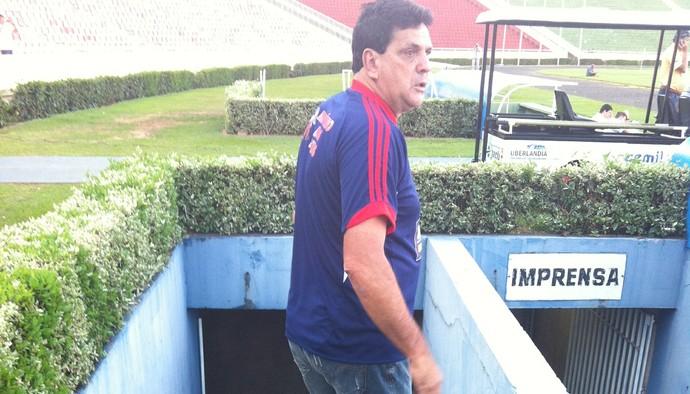 Luiz Eduardo, tecnico do CAP Uberlândia (Foto: Gullit Pacielle)