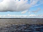 Embarcação colide com banco de areia no Encontro das Águas, no AM
