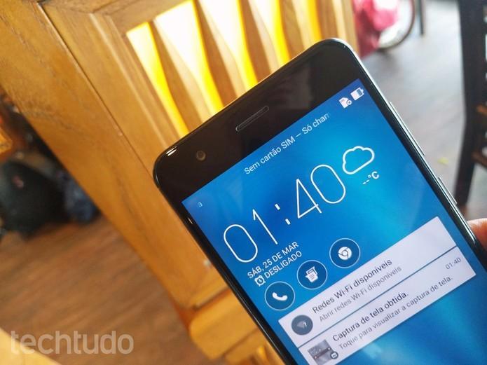 Zenfone 3 Zoom tem bateria poderosa de 5.000 mAh (Foto: Melissa Cruz/TechTudo)