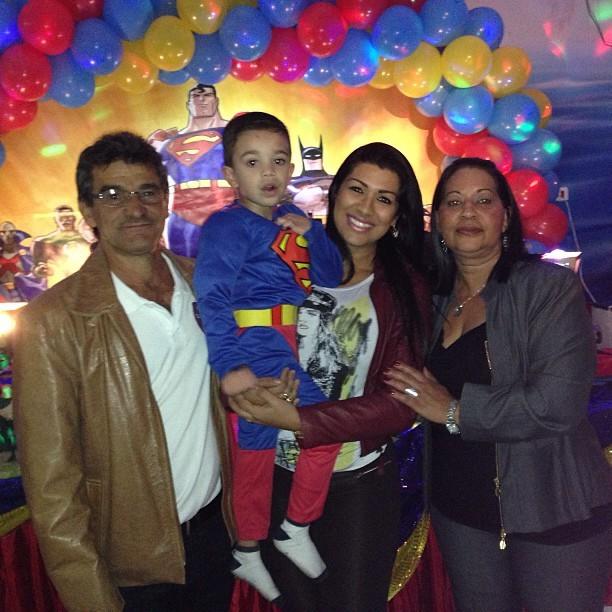 Em meio a polêmica com ex de Naldo, Moranguinho posa em família (Foto: Reprodução/Instagram)